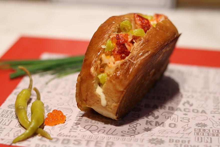 lobster-roll-vitoria-larrys-take-away