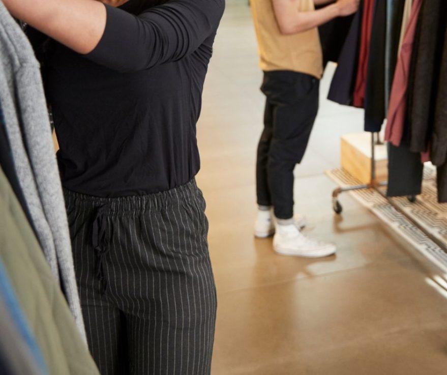 probar ropa tocamientos